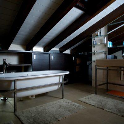 Una casa su due piani: scelte d'arredo e filosofia